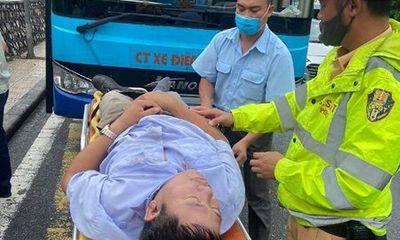 Cảnh sát giao thông kịp thời cứu giúp một tài xế xe buýt bị đột quỵ