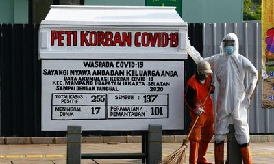 Indonesia sử dụng quan tài giả cảnh báo người dân về Covid-19