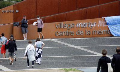 Bức tường tưởng niệm vụ thảm sát trong Thế chiến II tại Pháp bị vẽ bậy
