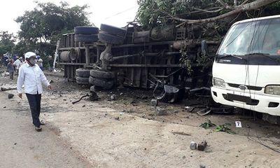 Tin tai nạn giao thông mới nhất ngày 24/8/2020: Container va chạm xe máy, 2 vợ chồng tử vong thương tâm