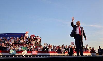 Ông Trump nói con gái lớn xứng đáng làm nữ tổng thống Mỹ đầu tiên