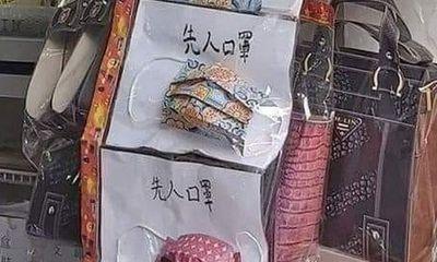 Khẩu trang vàng mã giá 170.000 đồng/cái để cúng cô hồn đắt hàng mùa COVID