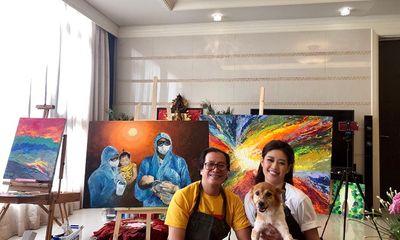 """Hoa hậu Khánh Vân và ba tặng bức tranh """"Những trái tim dũng cảm"""" cho chính chị bác sĩ trong tranh"""