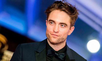 """Nam diễn viên Robert Pattinson dương tính với COVID-19, """"The Batman"""" tiếp tục hoãn sản xuất"""