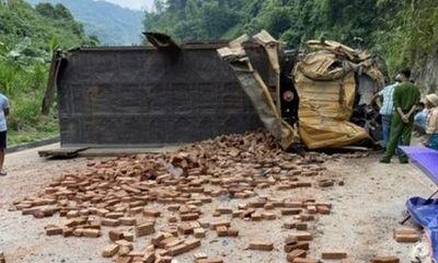 Tin tai nạn giao thông mới nhất ngày 6/9/2020: Xe tải chở gạch lật nghiêng tại Hòa Bình, 2 người thương vong