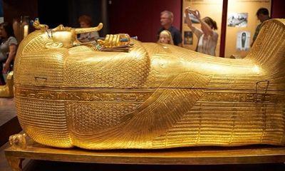 Video: Cận cảnh quan tài vàng 3.300 năm tuổi của pharaoh Tutankhamun