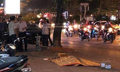 Vụ thi thể nam thanh niên trước ngôi nhà trên phố Xã Đàn: Bàng hoàng lời nhân chứng