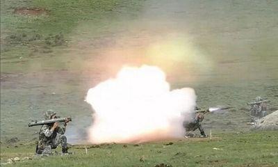 Trung Quốc thử nghiệm hàng loạt vũ khí mới gần biên giới Ấn Độ