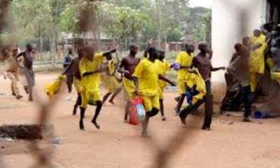 Hơn 200 tù nhân vượt ngục rồi khỏa thân bỏ trốn ở Uganda