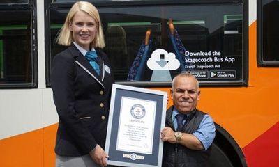 Sở hữu chiều cao 1m36, người đàn ông Iraq trở thành tài xế xe buýt lùn nhất thế giới