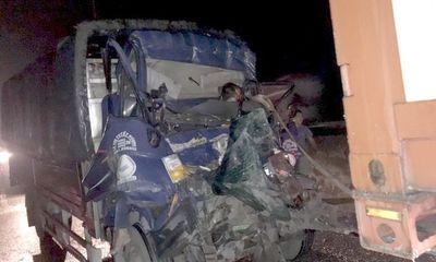 Tin tai nạn giao thông mới nhất ngày 21/9/2020: Ôtô tải tông đuôi container trên cao tốc, 2 người chết