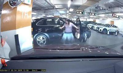 Video: Chiếc Porsche gãy gập cửa do nữ lái xe quên kéo phanh tay