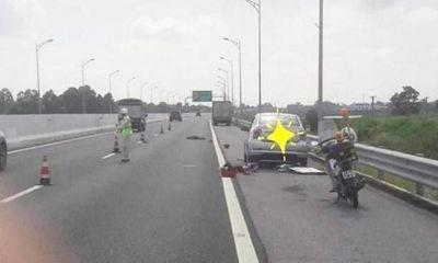Quảng Ninh: Đang thay lốp trên cao tốc, tài xế xe con bị xe tải tông chết