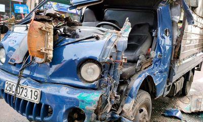 Hà Nội: Va chạm xe đầu kéo, tài xế xe tải mắc kẹt trong cabin