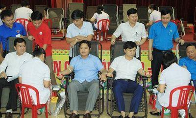 Sôi nổi ngày hội hiến máu nhân đạo ở Hà Tĩnh và Thanh Hóa
