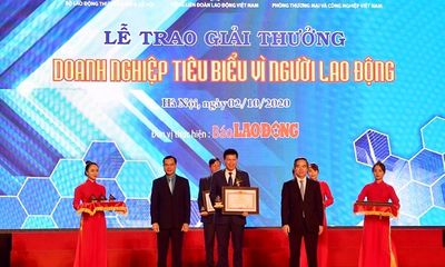 """Vietcombank vinh dự được Thủ tướng Chính phủ tặng Bằng khen """"Doanh nghiệp tiêu biểu vì người lao động"""""""