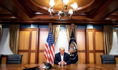 Nhà Trắng tiếp tục công bố ảnh Tổng thống Trump làm việc trong bệnh viện