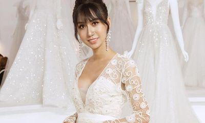 Lynk Lee o ép vòng một trong váy trắng thướt tha lộng lẫy như cô dâu