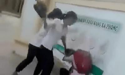 Vụ clip dùng mũ bảo hiểm đánh hội đồng bạn trước cổng trường: Kỷ luật 4 nữ sinh