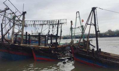 Ngư dân Nghệ An trắng tay khi hàng loạt tàu cá bốc cháy ngùn ngụt trong đêm