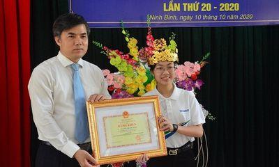 Quán quân Đường lên đỉnh Olympia Nguyễn Thị Thu Hằng nhận bằng khen của bộ GD&ĐT