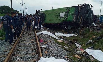 Thái Lan: Tàu hỏa đâm xe khách, ít nhất 20 người thiệt mạng