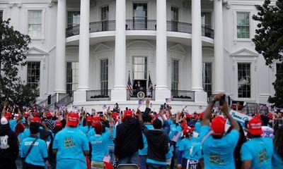 Bài phát biểu đầu tiên của Tổng thống Trump trước công chúng sau khi xuất viện