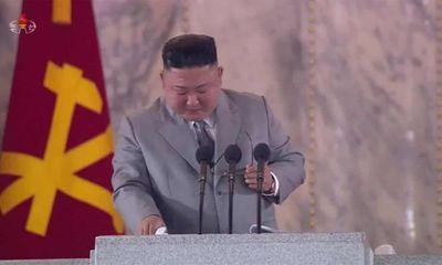 Chủ tịch Triều Tiên Kim Jong-un rơi lệ trong lời xin lỗi hiếm hoi tại lễ kỷ nhiệm 75 năm thành lập đảng