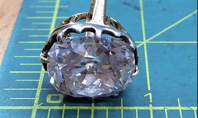 """Được mua với giá chỉ 300.000 đồng, chiếc nhẫn bất ngờ thành """"báu vật"""" đổi đời sau hơn 30 năm bị bỏ xó"""