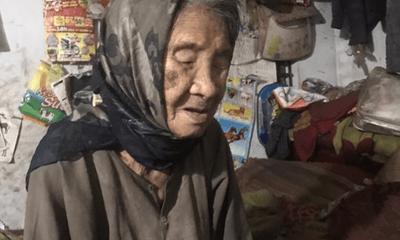 Xót xa mẹ già yếu mù lòa lần từng bước nuôi con tâm thần sống qua ngày