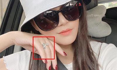 Thực hư thông tin diễn viên Thu Quỳnh đính hôn, đeo nhẫn ngón áp út