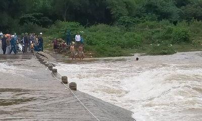 Nghệ An: Huy động hơn trăm người tìm kiếm người đàn ông bị nước lũ cuốn trôi khi đi mua gạo