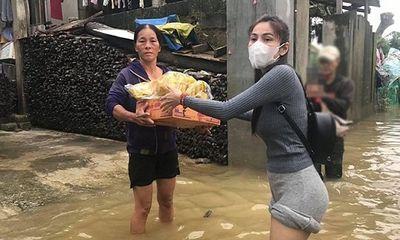 Video: Người hâm mộ xót xa nhìn đôi chân bị nước ăn tới nổi nốt ghẻ của Thủy Tiên