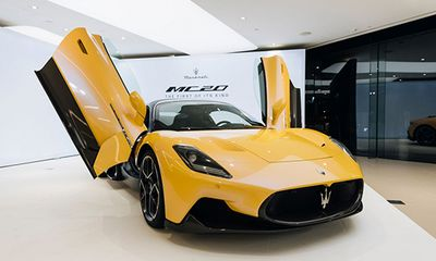 Siêu xe Maserati MC20 2021 vẫn