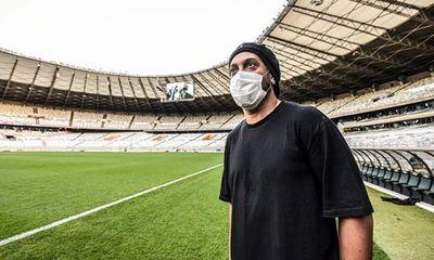 Vừa ra tù, Ronaldinho lại bị cách ly vì nhiễm COVID-19