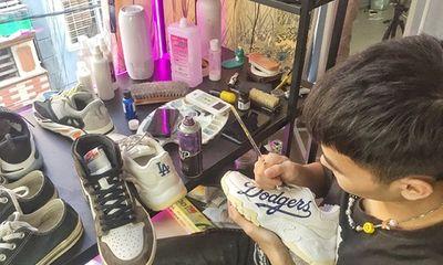 """Tiết lộ cuộc sống của chàng trai 9X bỏ giảng đường mở """"spa giày"""", thu nhập """"khủng"""""""
