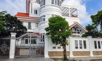 Vụ nguyên Bí thư Thành ủy Nha Trang bị tấn công: Kẻ mặc áo đen, đứng trước nhà 40 phút là ai?