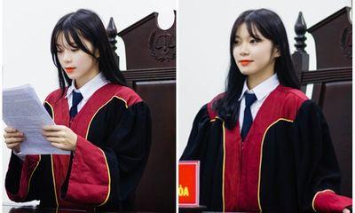 Nữ sinh 21 tuổi ngồi ghế thẩm phán