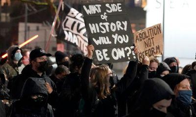Ít nhất 8 người bị bắt giữ trong cuộc biểu tình sau đêm bầu cử tổng thống Mỹ