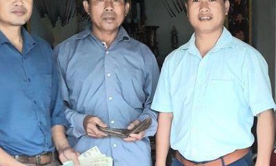 Hai bố con nhặt được gần 10 triệu đồng, tìm trả lại người đánh mất