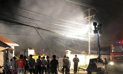 Bình Dương: Nhà máy sản xuất bao bì cháy lớn, cả khu phố mất điện