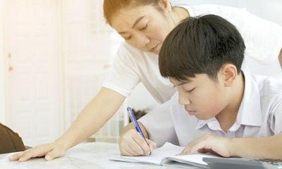 Phụ huynh bị giáo viên bắt viết tường trình vì không kèm con học