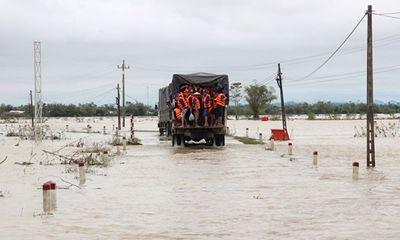 Xe công nông lật nhào xuống ruộng ngập nước, nữ sinh viên tử vong thương tâm