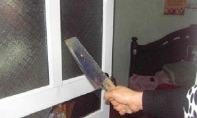 Quảng Ninh: Người đàn ông dùng dao chém vợ con, người thân rồi nhảy lầu