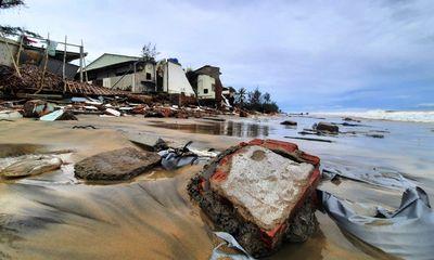 Video: Hàng loạt căn nhà ở Hội An bị sóng biển