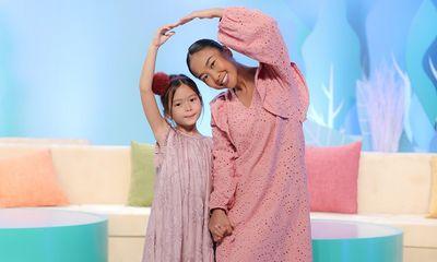 Ca sĩ Đoan Trang song ca cùng con gái cực dễ thương