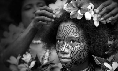 Kỳ lạ bộ tộc phụ nữ không xăm mình bị