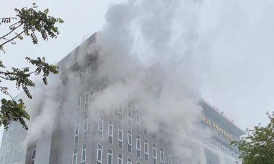 Khách sạn 4 sao ở Vinh bốc cháy, khách lưu trú hoảng hốt tháo chạy