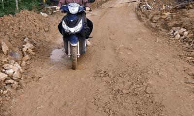 Cô giáo dân tộc Chứt vượt 60km mỗi ngày