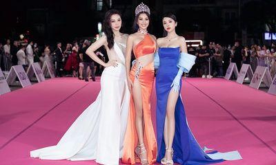 Tiểu Vy, Đỗ Mỹ Linh đọ trang sức bạc tỷ trên thảm đỏ Hoa hậu Việt Nam 2020